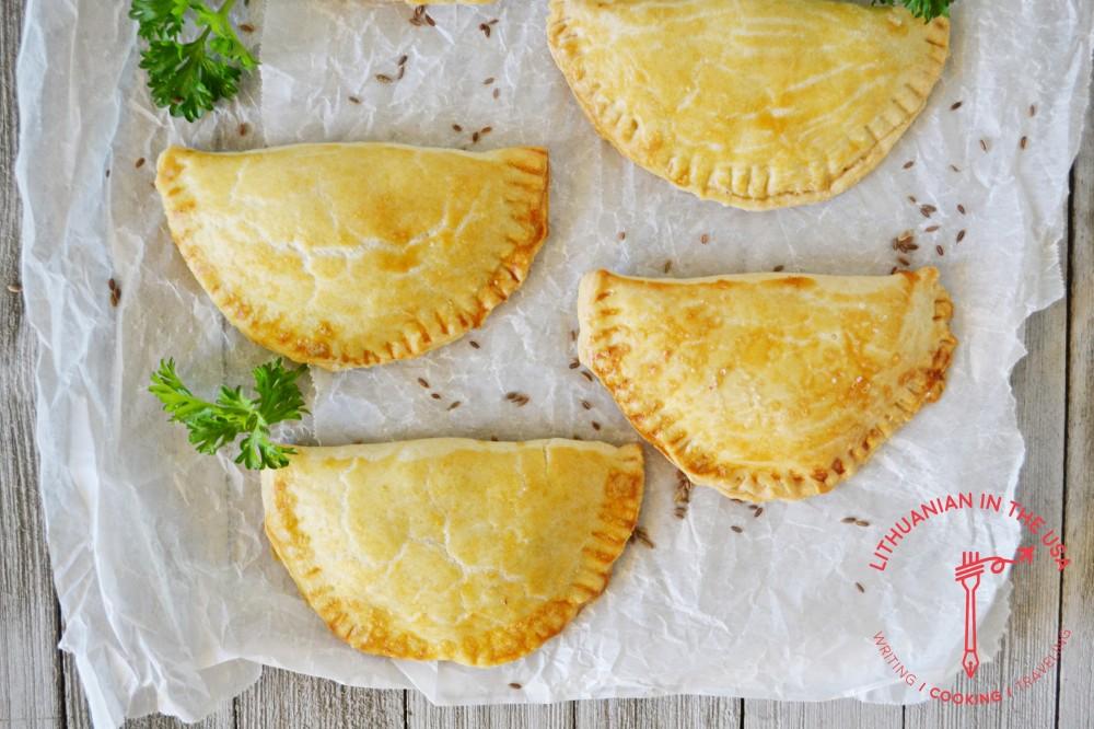 Pyrageliai su grybais ir raugintais kopustais (35)